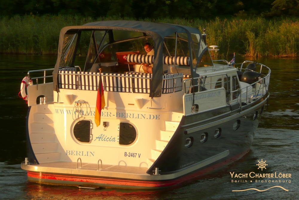 Motoryacht Alicia - Yachtcharter Berlin