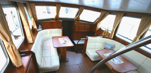 motoryacht alicia yachtcharter berlin. Black Bedroom Furniture Sets. Home Design Ideas